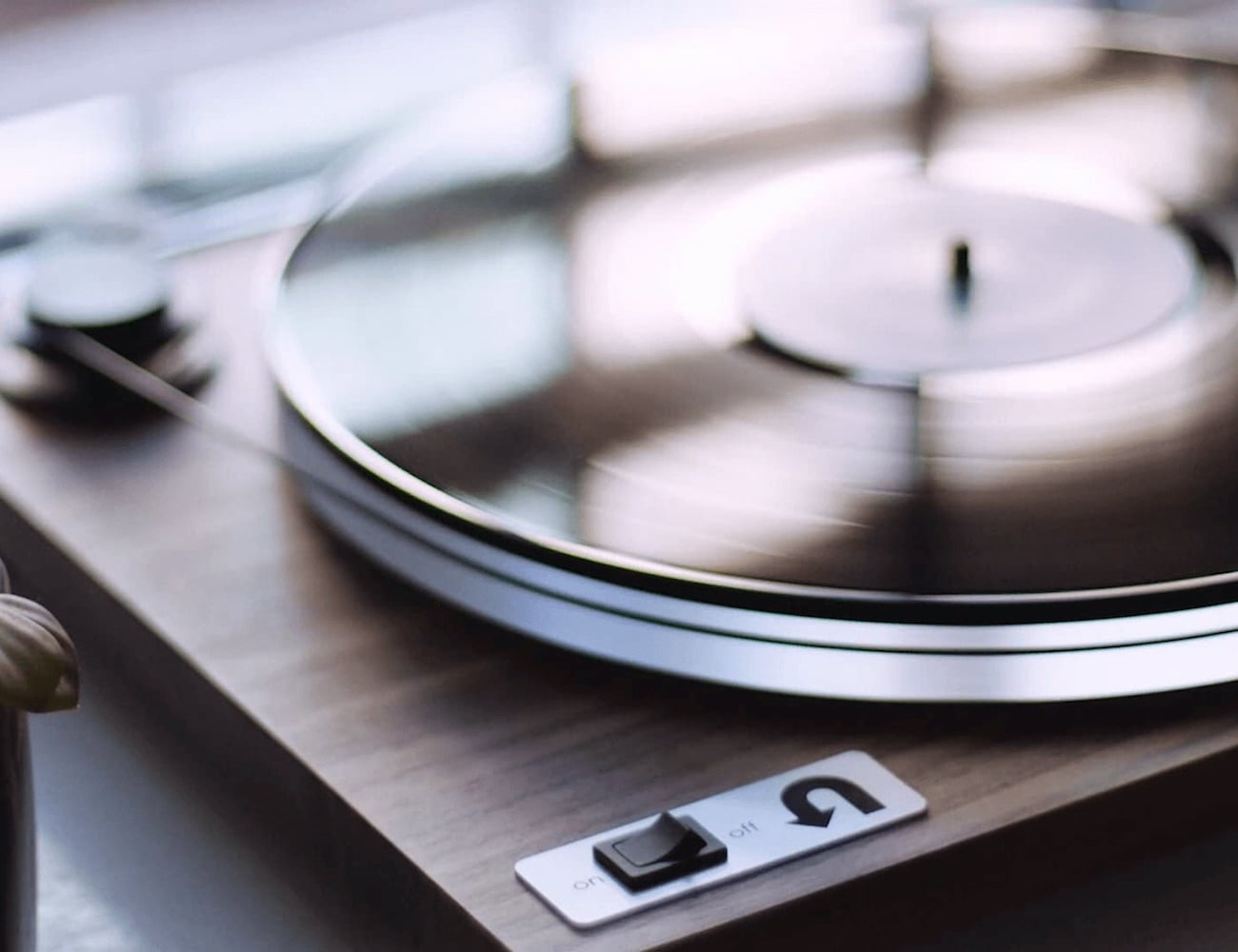 uTurn-Orbit-Plus-Modern-Turntable-2